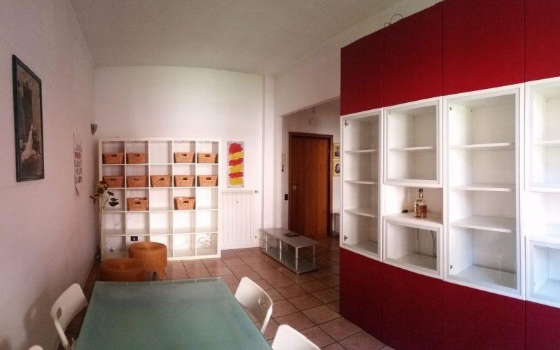 Möblierte 2-Zi-Wohnung mit Balkon in der italienischen Metropole