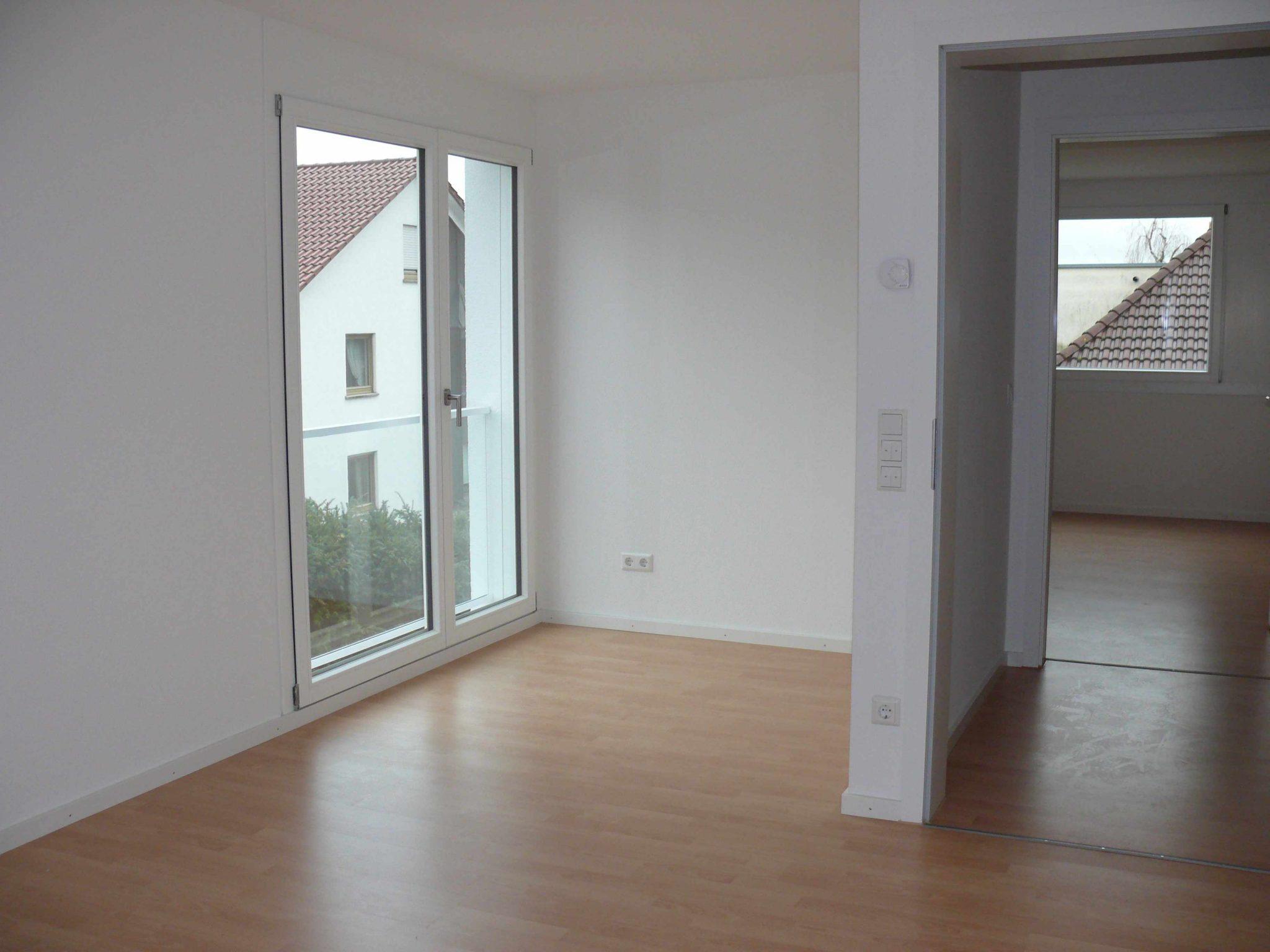 Modernes Wohnen 4 Zi Eg Wohnung Mit Balkon Und 2 Tg Stellplätze