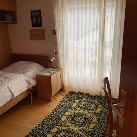 Zimmer-mit-Balkon OG
