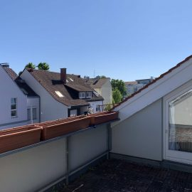 straßenseitiger Balkon