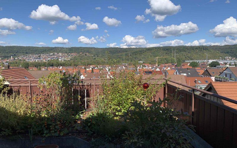 Große ruhige 4-Zi-Maisonette-Wohnung mit Fernblick – Balkone – Einzelgarage