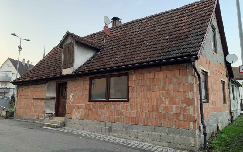 Handwerker gesucht! Ausbaufähiges Einfamilienhaus / viele Zimmer, große Wohnfläche möglich