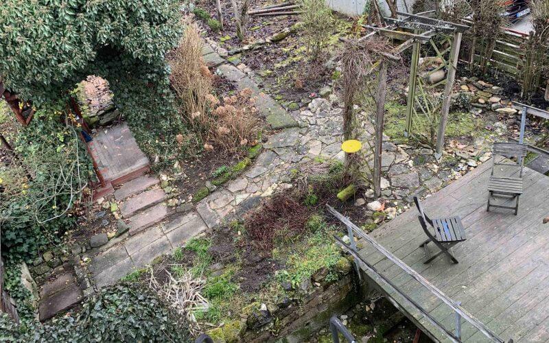 Freistehendes Einfamilienhaus mit schönem Garten und Carport in ruhiger, zentraler Lage / frei