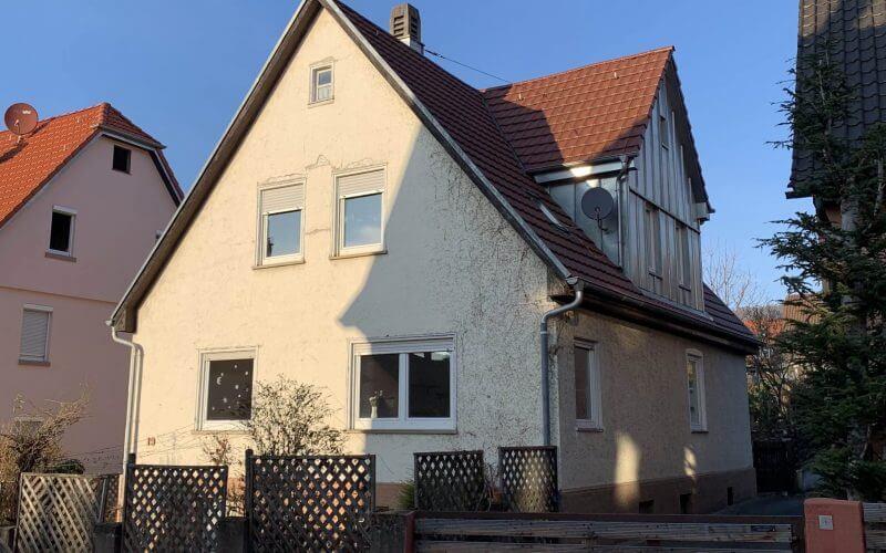 Verkauf an junge Familie: Freistehendes Einfamilienhaus mit schönem Garten