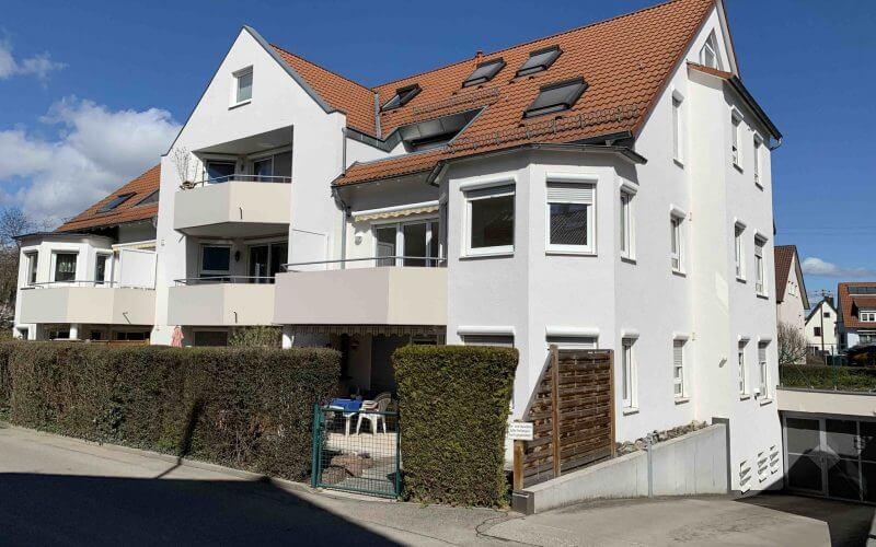 Helle, renovierte 3-Zi-Wohnung mit Tiefgaragenstellplatz