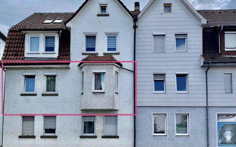 3-Zi-Wohnung mit Balkon im 1.OG, renovierungsbedürftig, FREI