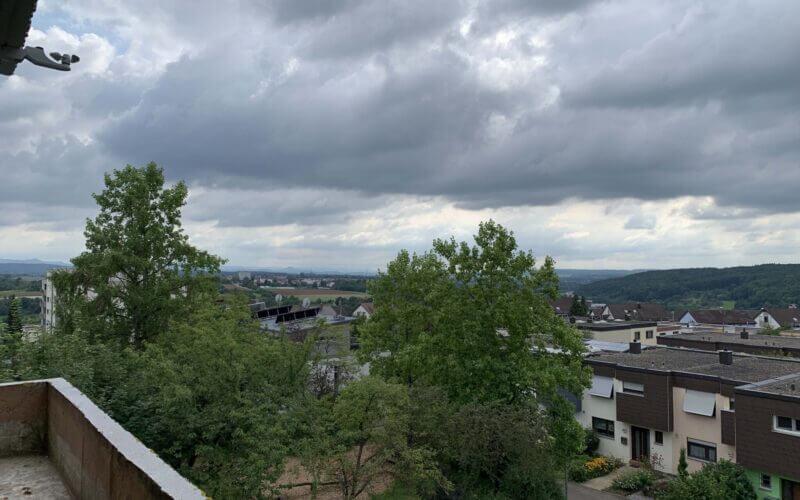 Fernblick zur Schwäbischen Alb: 2-Zi-Wohnung mit Balkon / 3.OG / Aufzug / TG-Stellplatz