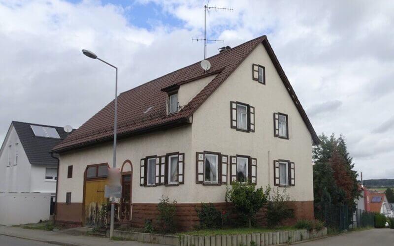 1-Familienhaus mit Scheuer großes Grundstück / Ausbaupotenzial / Garage / FREI